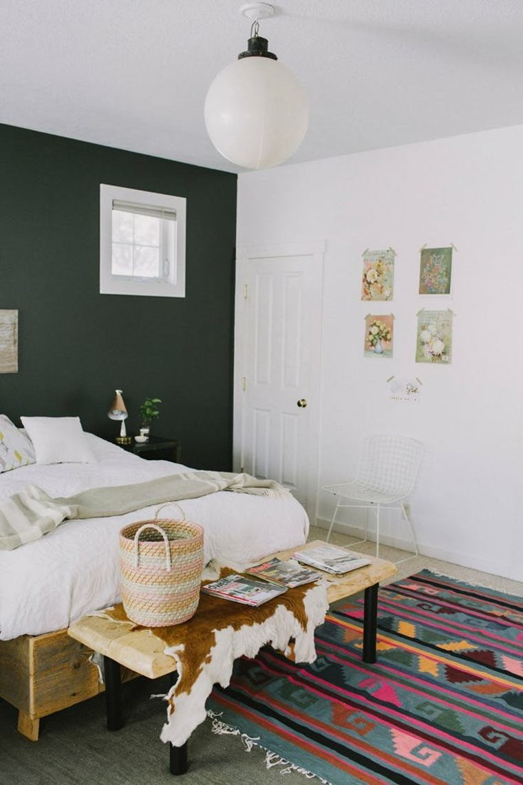 colores para paredes de acento tonos oscuros para el dormitorio. Black Bedroom Furniture Sets. Home Design Ideas