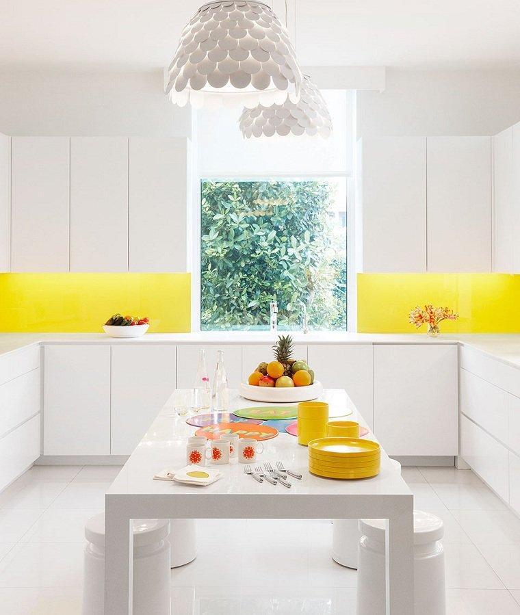 combinacion-colores-cocina-amarillo-blanco-diseno-estilo