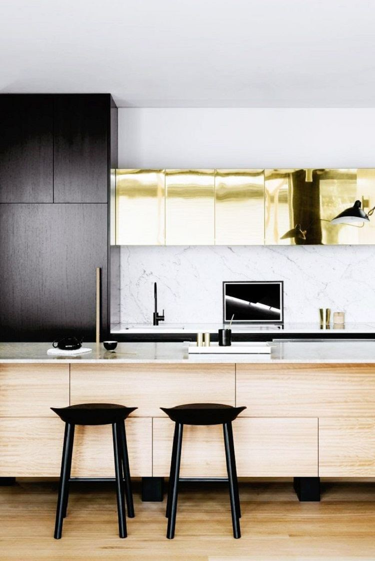 contrastantes taburetes cocina moderna