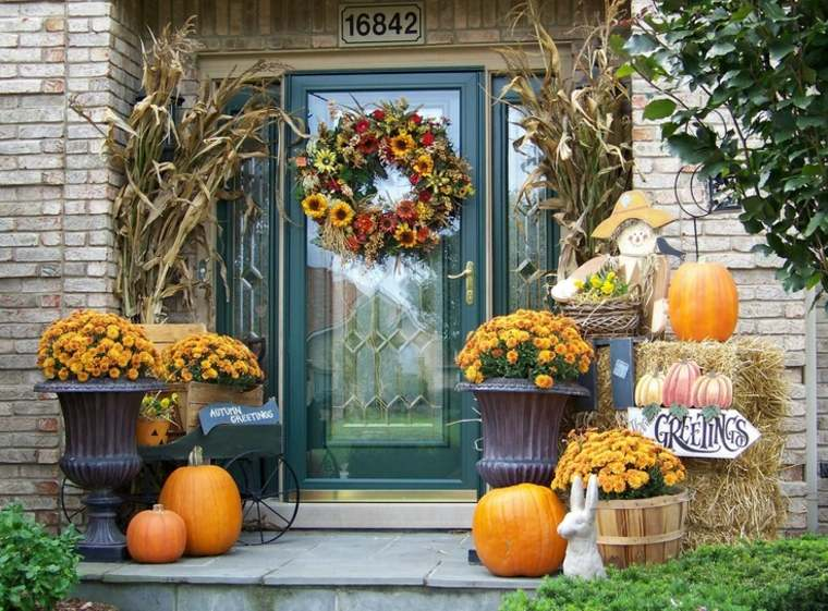 decoracion-entrada-casa-otono-flores-calabazas
