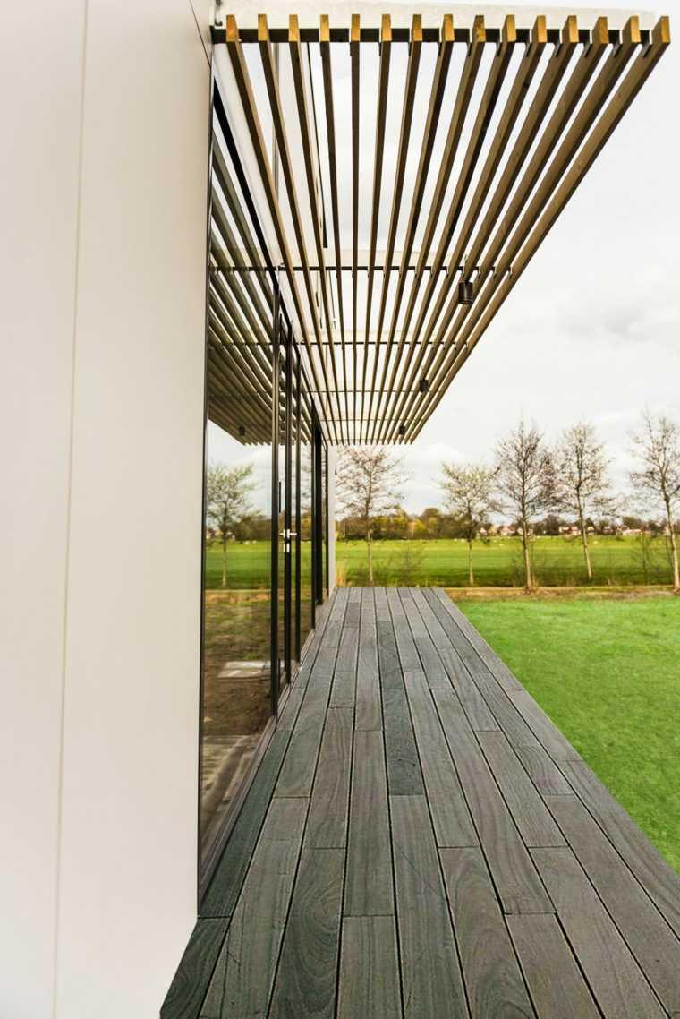 exterior bordeado madera techado