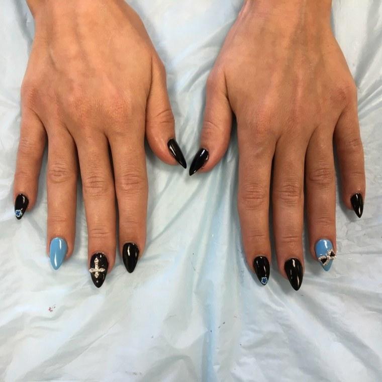 fotos-de-unas-de-gel-bonitas-negro-azul-combinacion