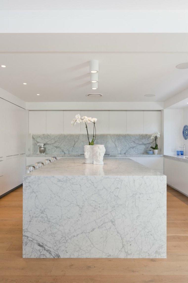 encimeras cocina isla-cocina-grande-diseno-marmol-carrara
