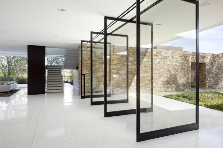 largas puertas conectando espacios