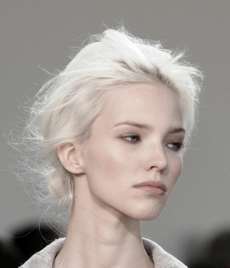 peinados para rubia platino
