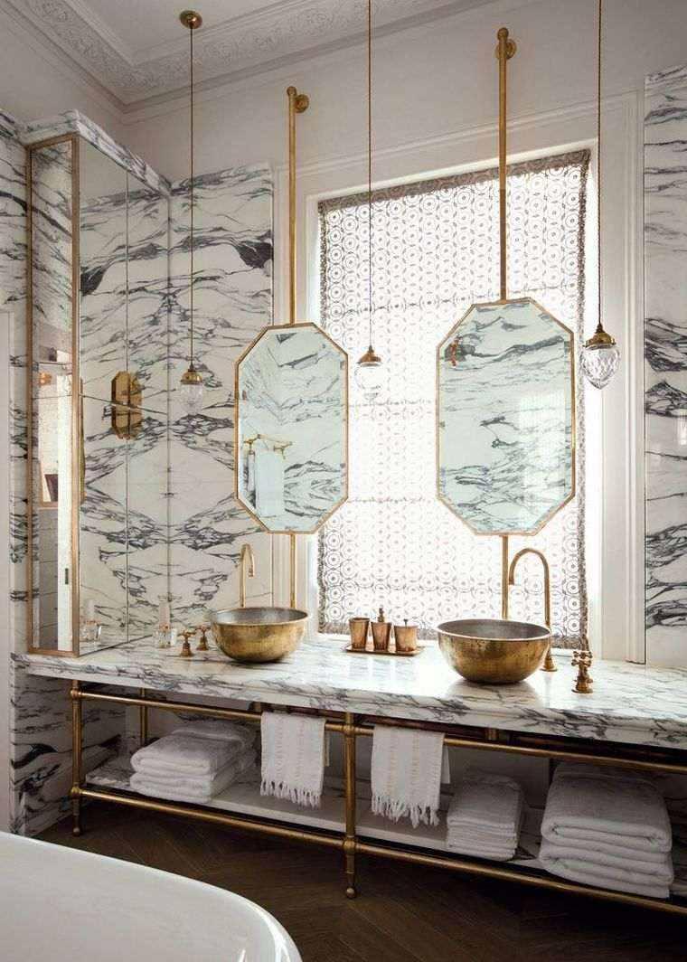 diseño de baño con azulejos de mármol