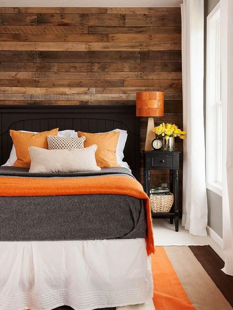 estupendo dormitorio con pared de acento de madera