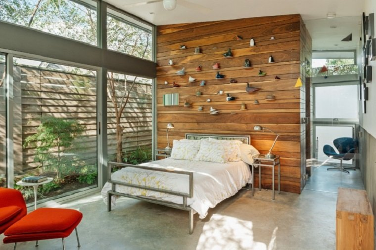 dormitorios con paredes de madera
