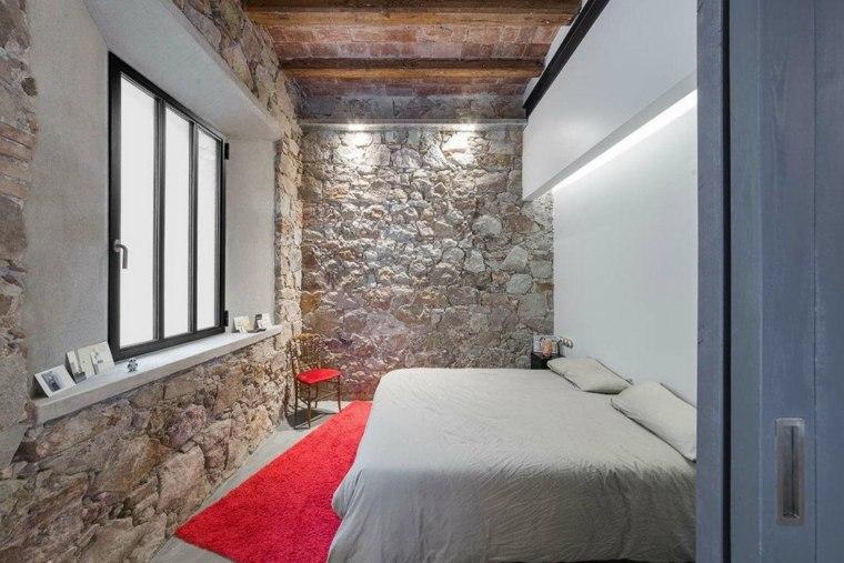 paredes de piedra-dormitorio-pequeno-estrecho