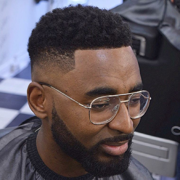peinado para hombre con barba