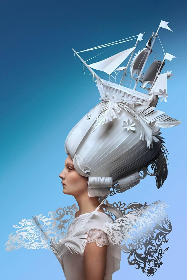 peluca barroca con barco