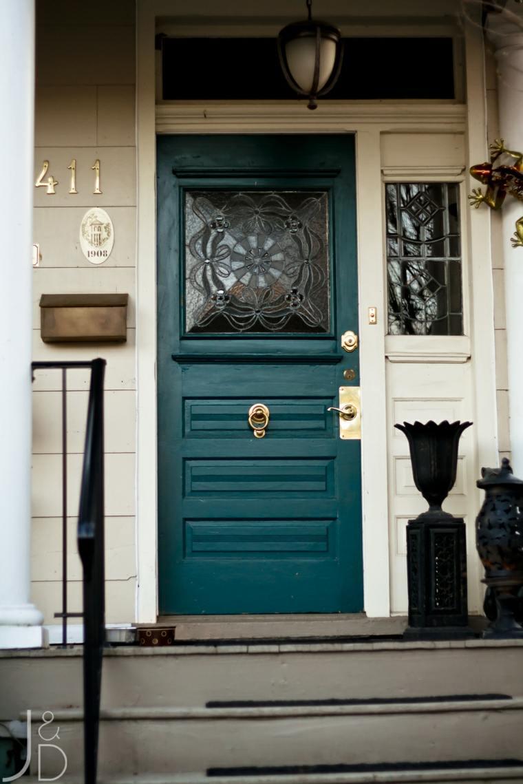 puertas de colores vibrantes