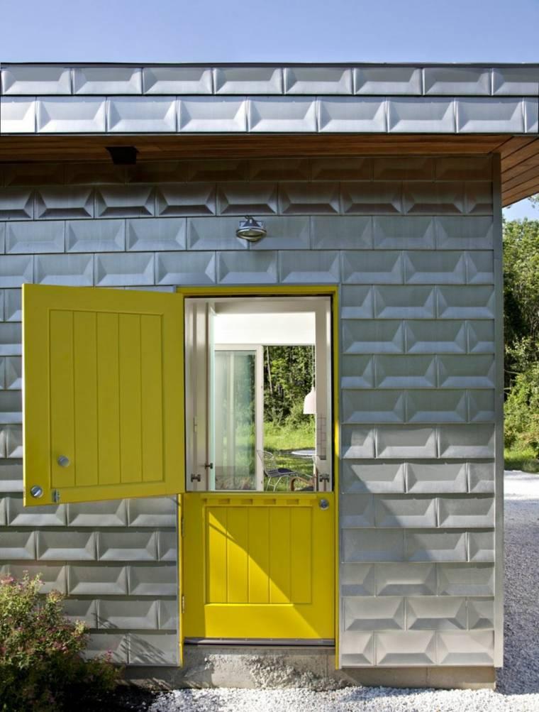 puerta de color amarillo