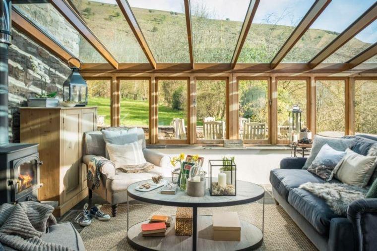 salon-luminoso-ventanas-techo-estilo-moderno