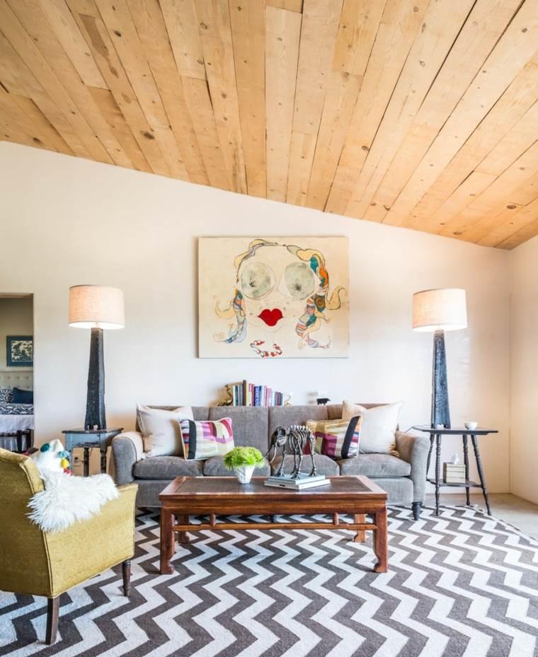 salones-pequenos-muebles-diseno-techo-madera