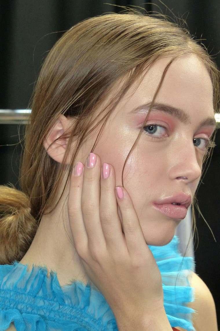 unas-color-rosa-estilo-elegante-moderno