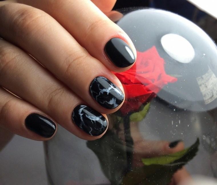 unas-marmol-negro-estilo-moderno