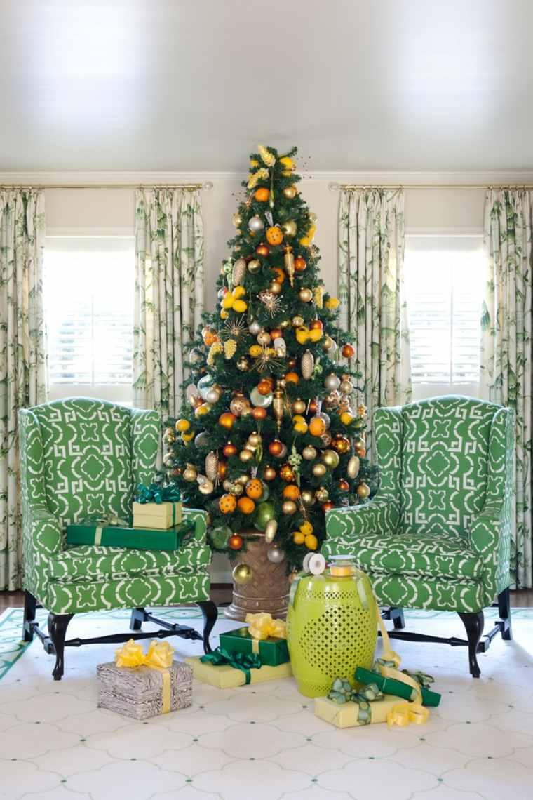 árbol de Navidad decorado con frutas
