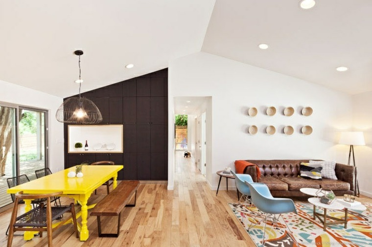 acentos amarillos mesas interiores