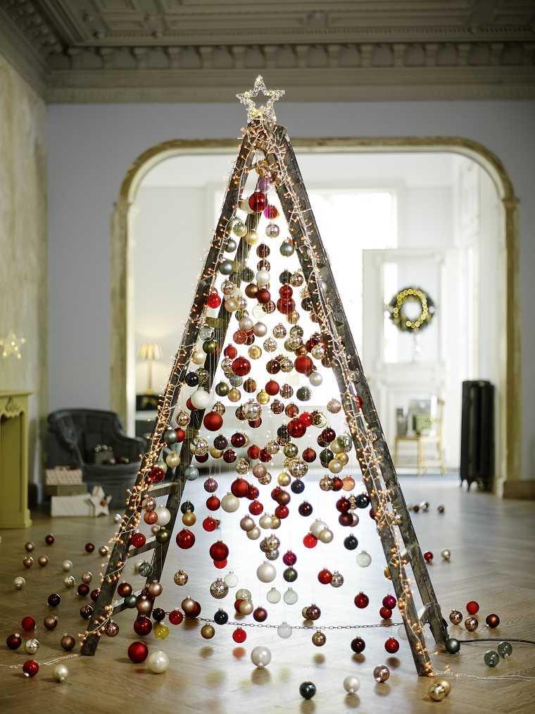 arbol-navidad-escalera-madera-decoracion