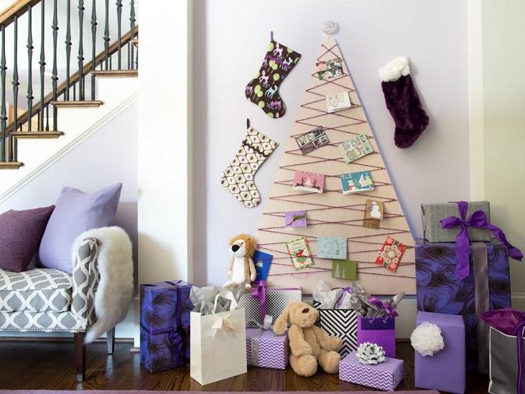arbol-navidad-madera-pared-casa