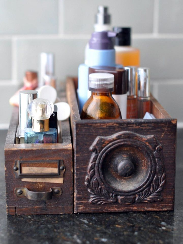 caja baño madera oscura