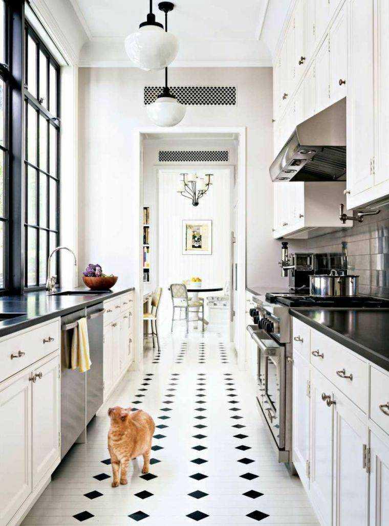 Cocinas alargadas ideas para aprovechar su espacios for Muebles de cocina negro