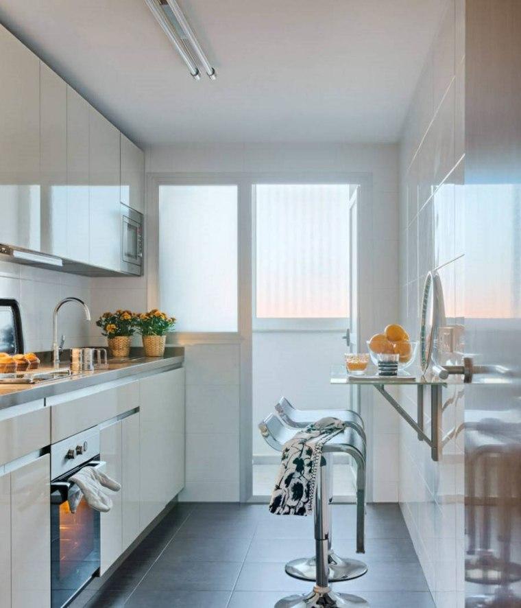 Cocinas alargadas ideas para aprovechar su espacios for Amueblar cocina alargada