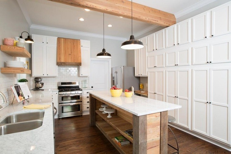 la disposicin angular de los muebles tambin est justificada y es muy conveniente en cocinas estrechas e incluso pequeas al instalar los gabinetes a lo - Cocinas Alargadas Y Estrechas
