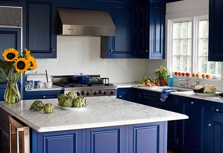 colores básicos azul-bano-diseno-cocina-clasico