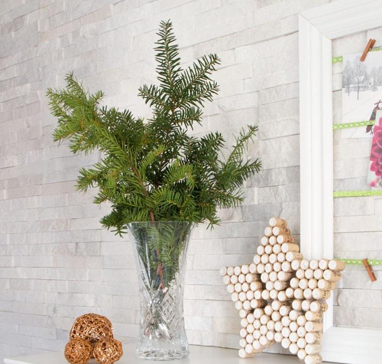 como-hacer-adornos-de-navidad-estrella-dcorando-chimenea