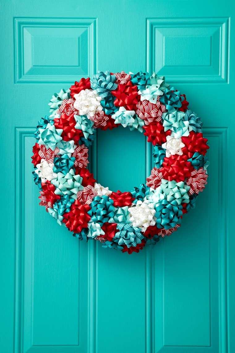 como-hacer-adornos-de-navidad-ideas-puerta-decorada