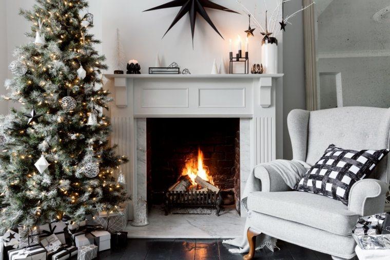 decoracion-navidena-original-salon-chimenea-arbol