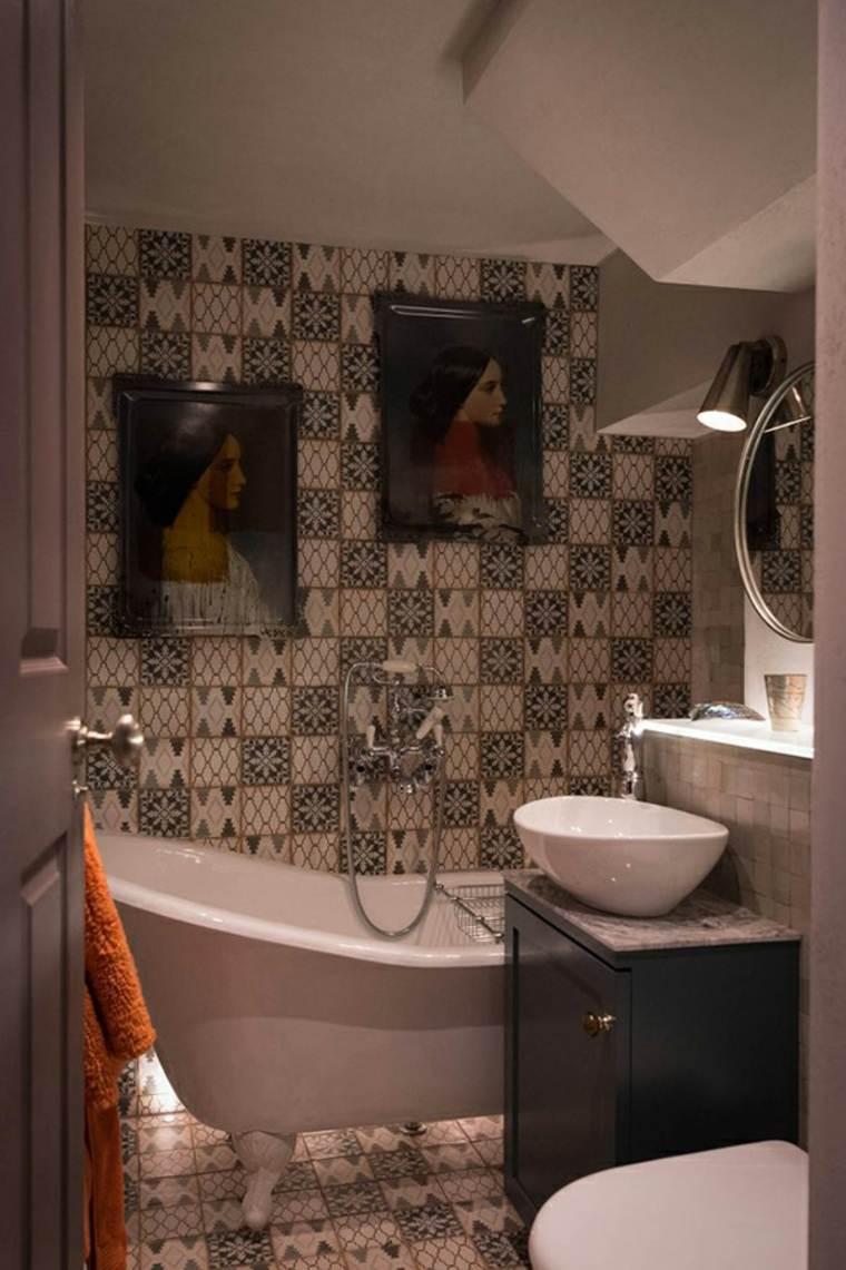 elementos modernos tradicionales baños