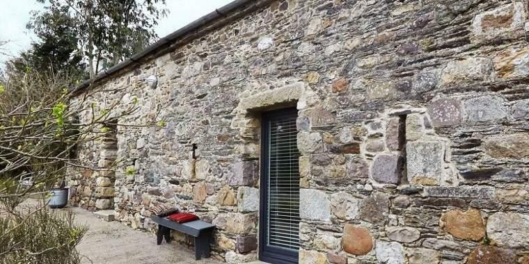 Casas de piedra pros y contras de las casas con fachadas for Piedra rustica para fachadas