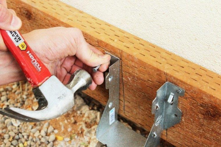 usar clavos para instalar el soporte