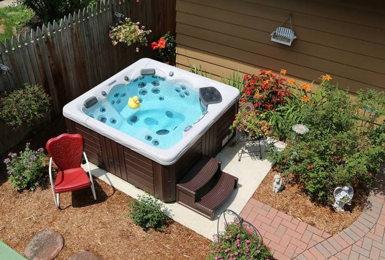 jacuzzi exterior ideas para ubicarlo en el jard n. Black Bedroom Furniture Sets. Home Design Ideas