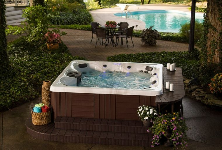 jacuzzi-jardin-y-piscina