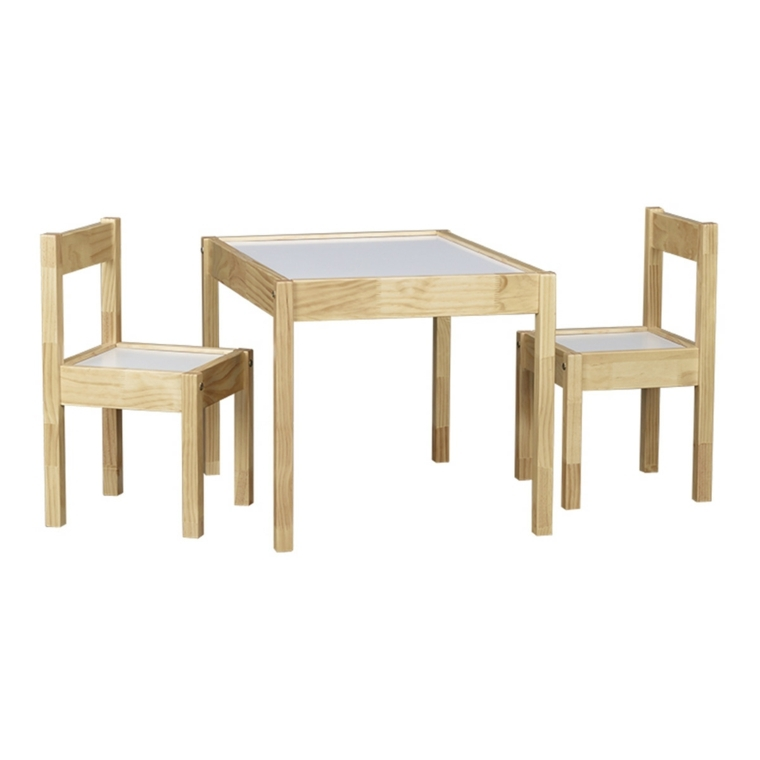 juego sillas pequenas claras