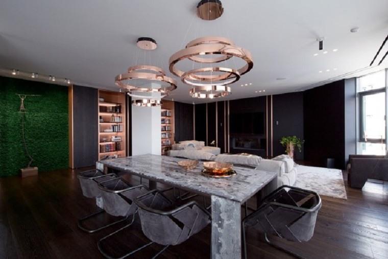 interior con elementos de cobre