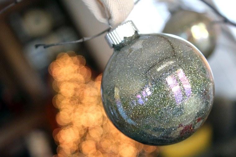 manualidades-bolas-navidenas-brillantes