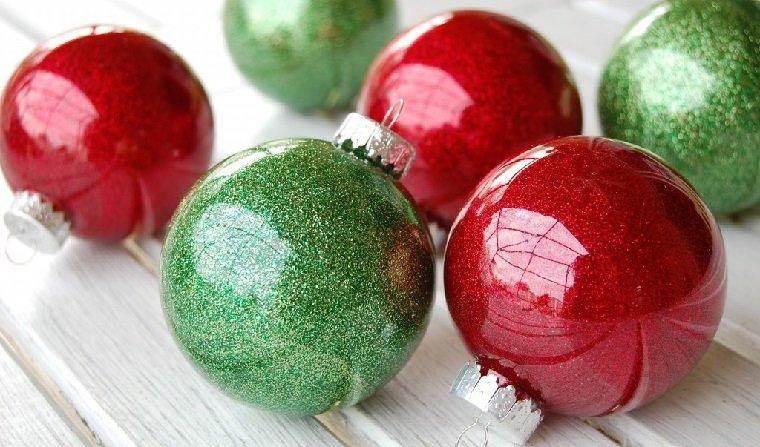 manualidades navidad originales-bolas-rojas-verdes