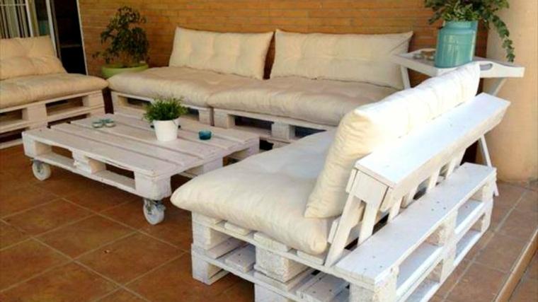 mesa-blanca-con-sofa