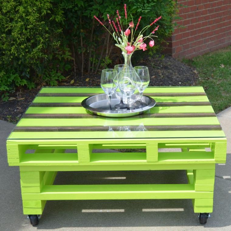 mesas con palets verde