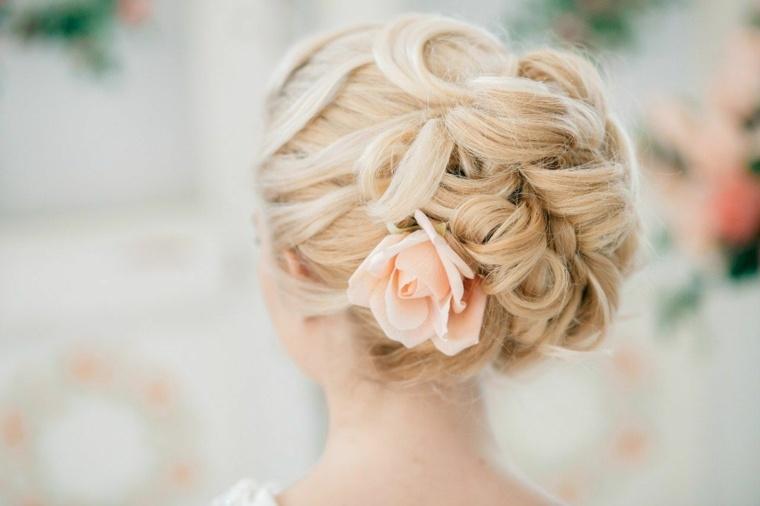 mono-bello-decorado-rosa-opciones-estilo