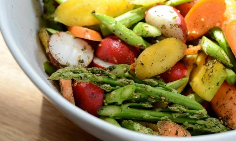 verduras y espárragos