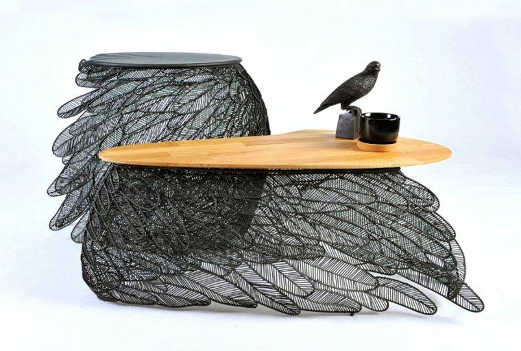 plumas tono negro detalles