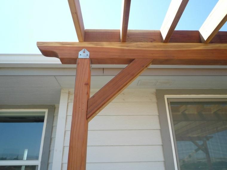 Instalar postes para una p rgola de jard n sencillos pasos - Postes de madera ...