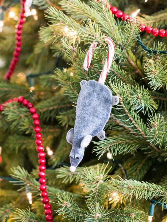raton decorar arbol navidad