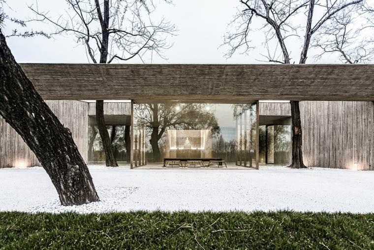 santuario-budista-entrada-en-invierno